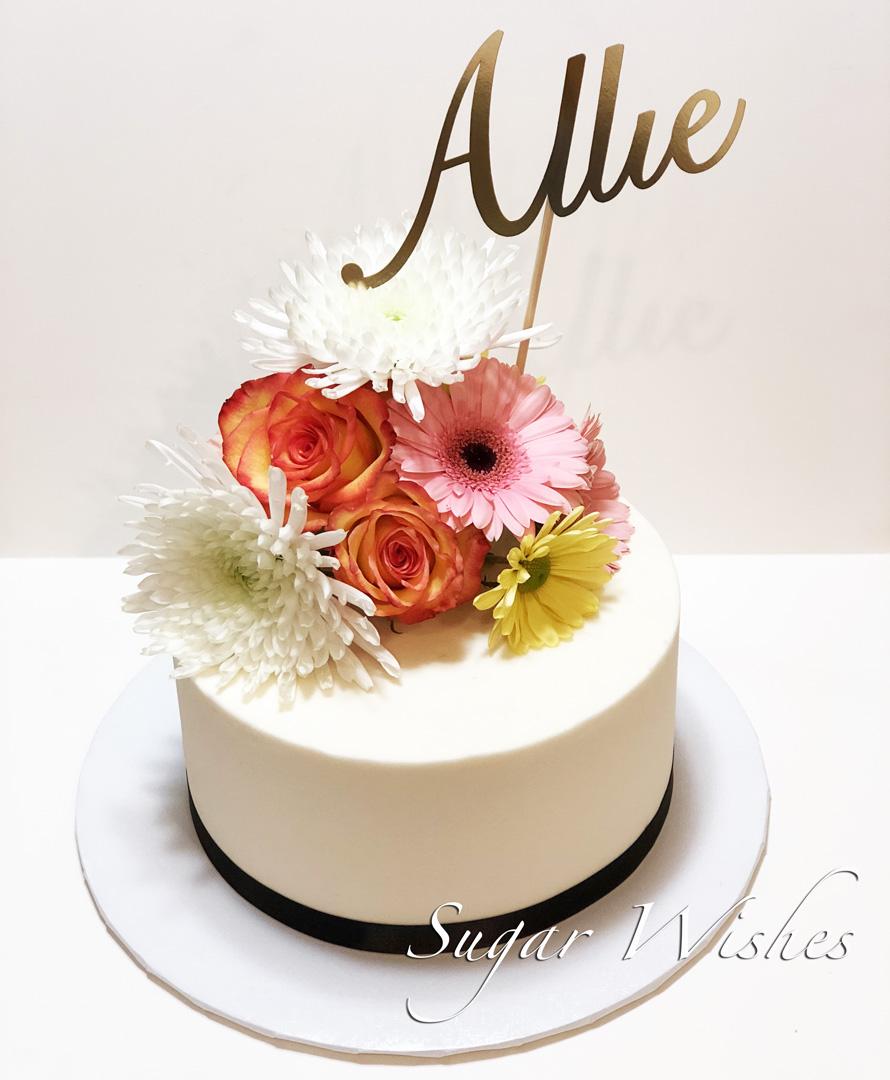 birthday cake, buttercream cake, fresh flowers, pink daises, roses
